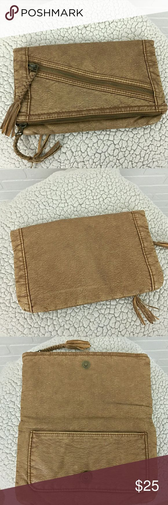 CONVERSE Brown Leather Envelope Clutch Purse Bag Brand             : Converse Style              : Clutch Color              : Brown Converse Bags