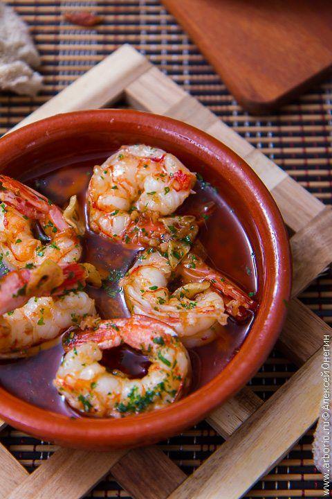Фото к рецепту Жареные креветки с чесноком