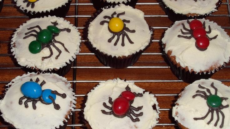 Creepy crawly cupcakes Birthday treats, Childrens party