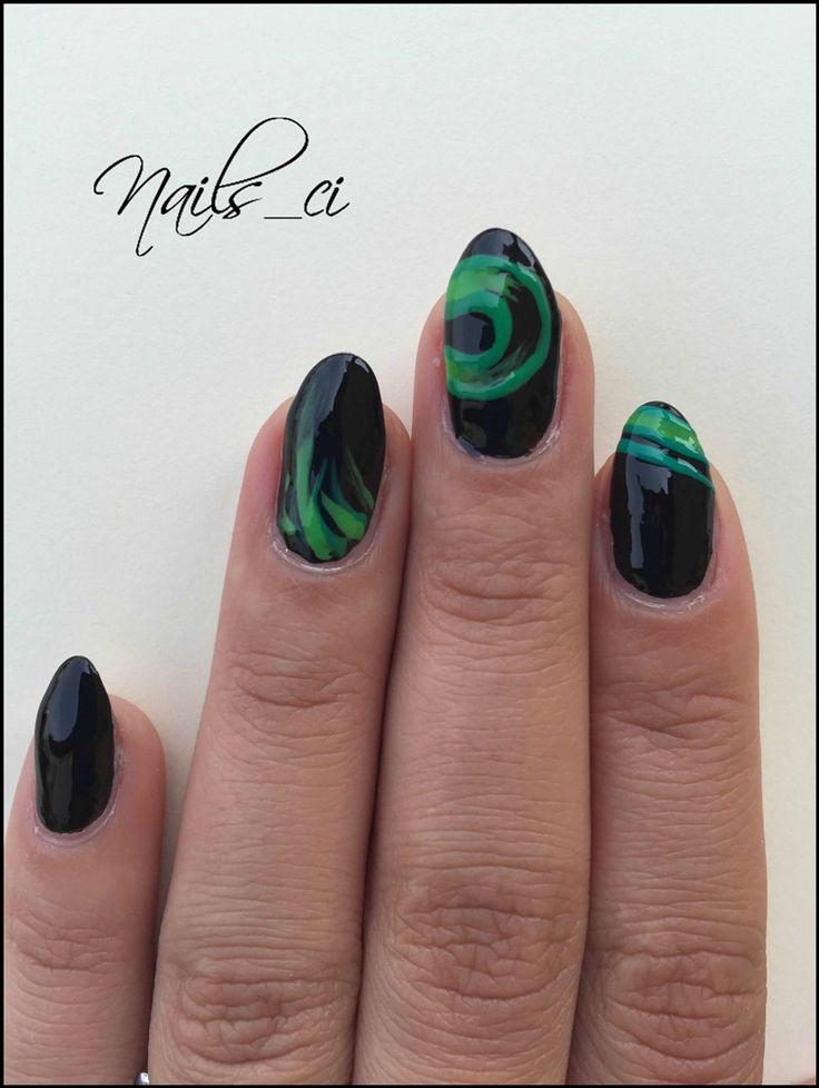- Unghie Nero Verde -