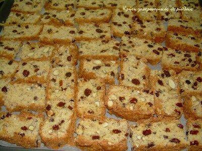 Η σημερινή συνταγή είναι από το τετράδιο της γιαγιάς μου και ήταν τα αγαπημένα της παξιμαδάκια. Είναι φίνα , αφράτα και γλυκά, θυμίζουν τα ιταλικά biscotti , και τα λέω «πλούσια» γιατί …