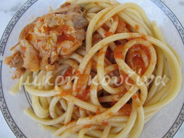 μικρή κουζίνα: Κοτόπουλο κοκκινιστό με μακαρόνια χοντρά