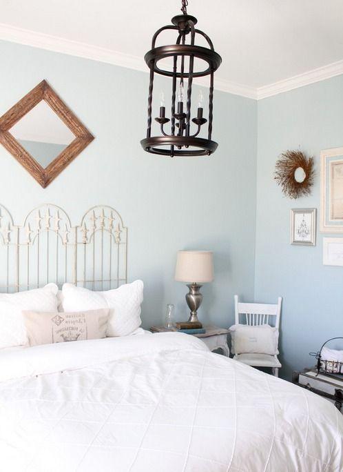 Стиль шебби-шик   #голубой #потертый #романтичный #состаренный #спальня #шебби-шик