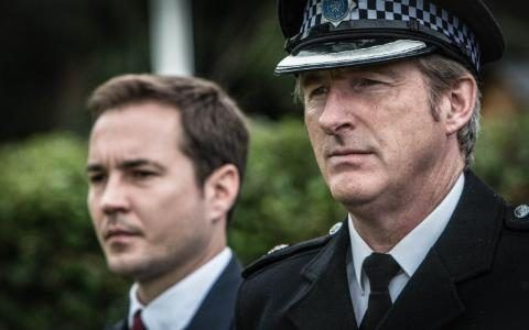 Detective Sergeant Steve Arnott (Martin Compston) and Superintendent Ted Hastings (Adrian Dunbar)