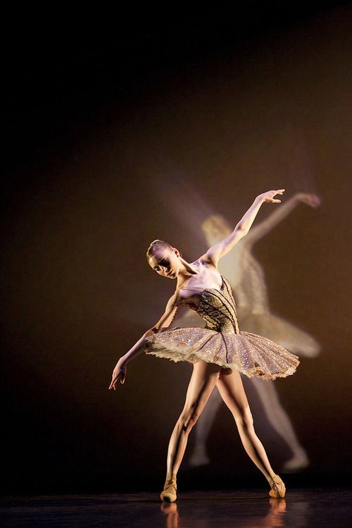 Sarah Lamb in Electric Counterpoint, The Royal Ballet (c) ROH/Johan Persson, 2010