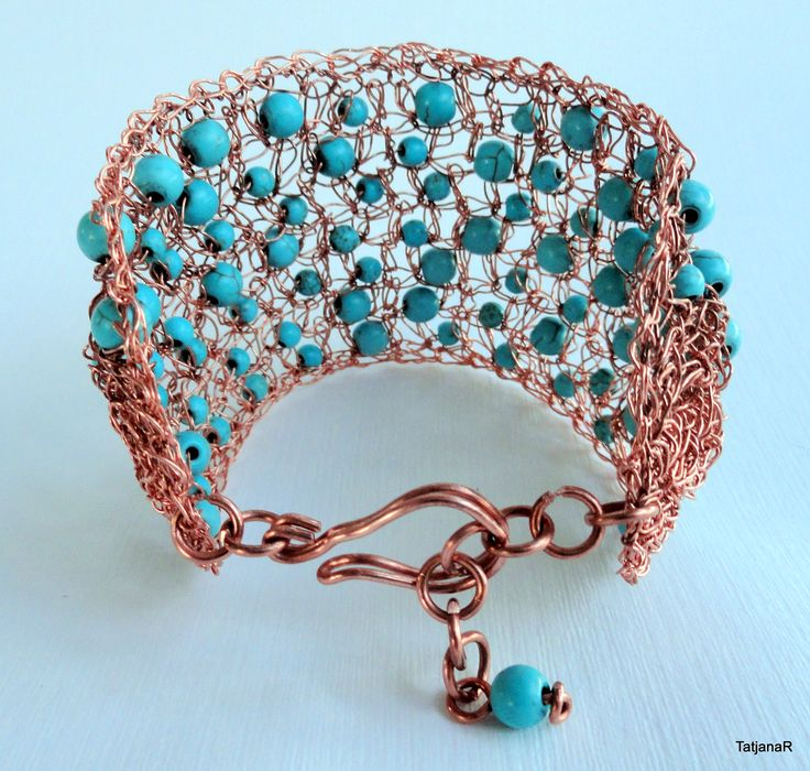 Bracelet crochet with cooper wire and turquoise gemstones.