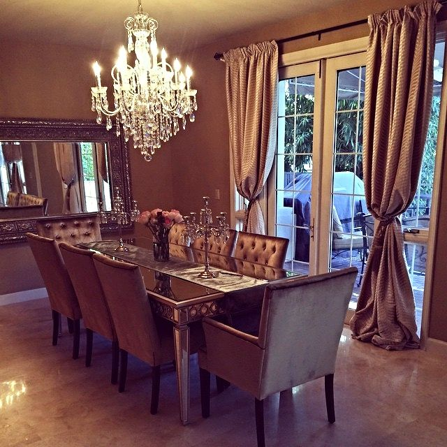 @samiraandco showed off a stunning dining room, elevated with our Sophie Mirrored Dining Table & Lola Chairs. Click to shop dining furniture.