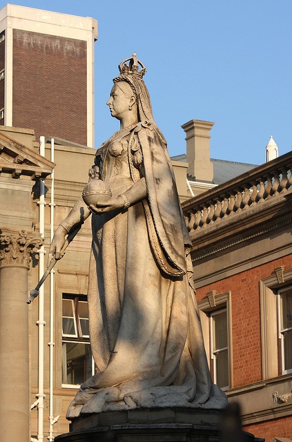 """Statue of Queen Victoria in front of the KwaZulu-Natal Provincial Legislature Building, Pietermaritzburg. The city was long called """"the last outpost of the British Empire"""" due to its colonial roots. By Kleinz1"""