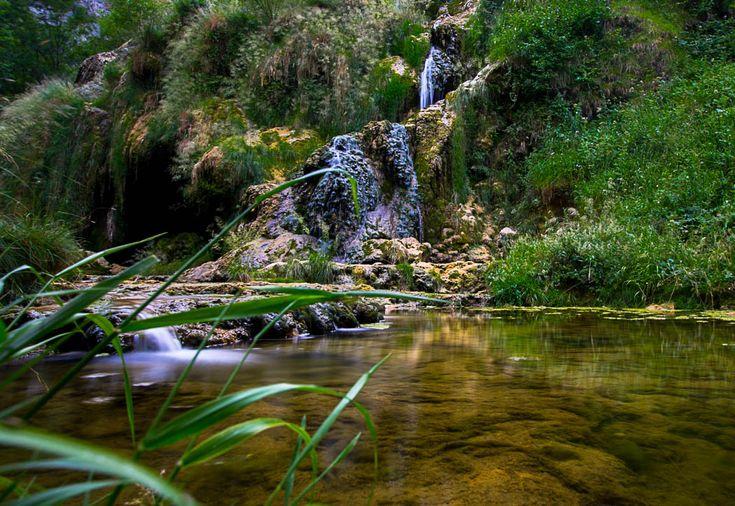 La cascade de Baume-les-Messieurs, fraîcheur et nature garanties | Jura, Fance | #Jura #JuraTourisme | Le blog de Denis
