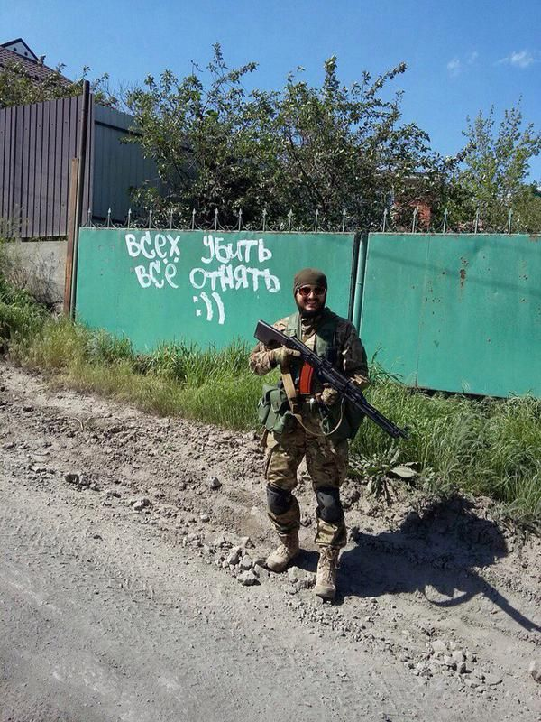 Un simple prêtre ukrainien transformé en soldat, #Ukraine brune