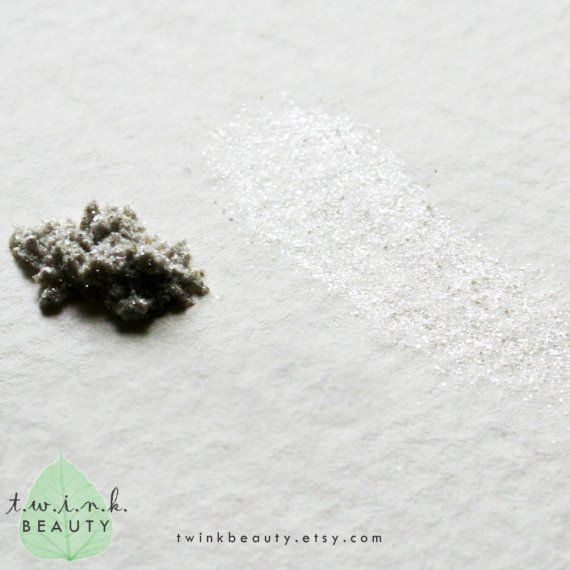 This color is pure white-hot shining gorgeousness just like its namesake. Adds intense highlights when paired with deeper hues on your lids.  Just one piece of our Metallic series of 100% pure mineral eyeshadows. Each color is a specially-blended combination of oxides, ultramarines, and