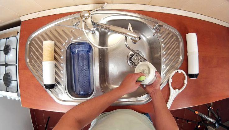 Asztali víztisztító szűrőbetét csere egyszerűen. A teljes leírásért látogass el oldalunkra: http://www.viztisztitomarket.hu/asztali-viztisztito-szurobetet-csereje