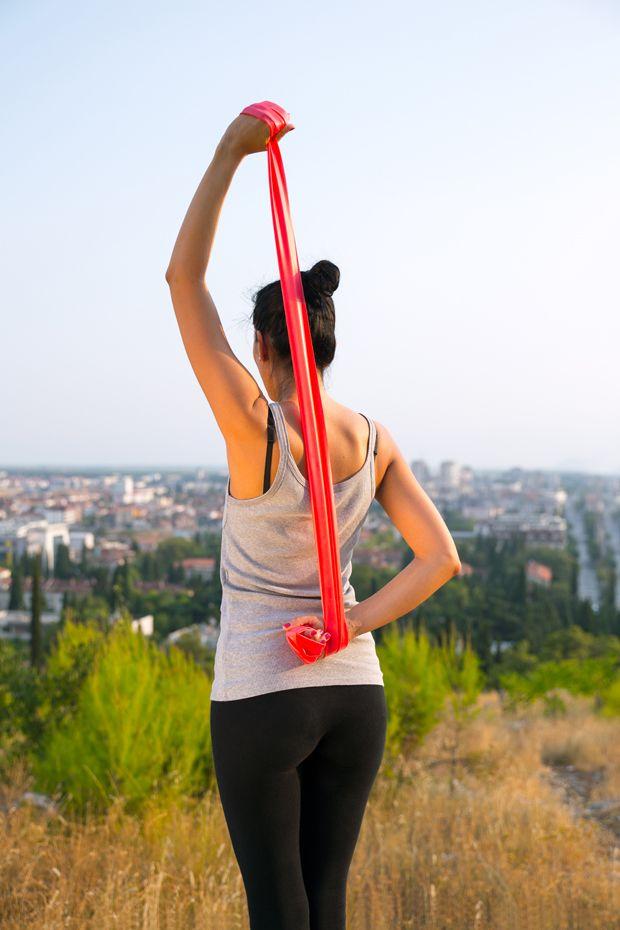 Workout: Theraband-Übungen für die Sommerfigur - BRIGITTE