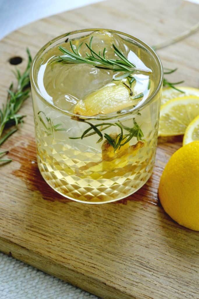 Rosemary Lemon Ginger Gin Cocktail. An easy and refreshing summer cocktail recipe!
