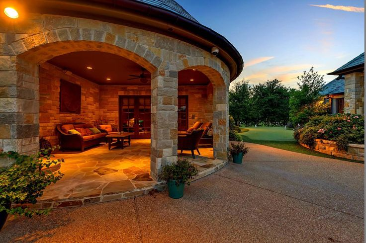 Selena Gomez Lists Texas Mansion for $3 Million | Observer