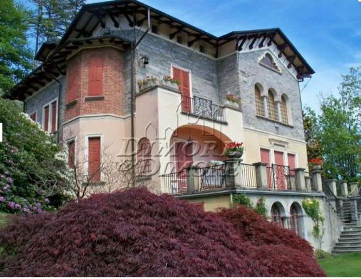 9 bedroom villa with spectacular view of the Lake Maggiore Ref:VI0448, Premeno, Piedmont. Italian holiday homes and investment property for sale.
