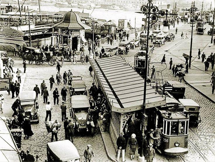 1930lu yıllarda Galata Köprüsü - Eminönü http://ift.tt/2ttCdge