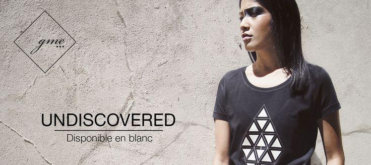 T-shirt noir: UNDISCOVERED. Inspiration forme géométrique de gme-paris, nouvelle marque française.