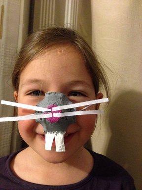 faire un masque de carnaval avec un emballage de boite en carton . Ici un nez de…