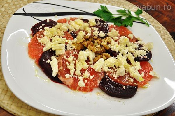 Salată cu sfeclă roșie, grepfrut, feta și nuci