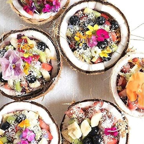 Some acai bowls to clear away your #Mondaze!   Tag a friend who would love this! : @designlovefest