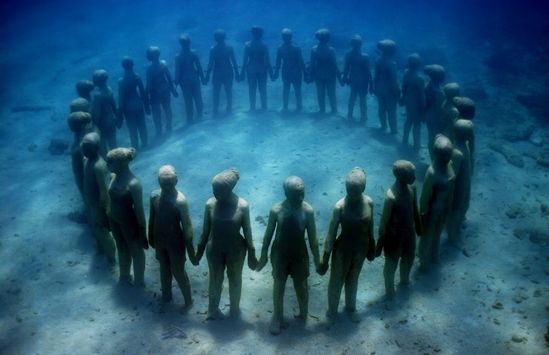 « The silent evolution » : un peuple enfoui sous la mer du Mexique à Isla Mujeres