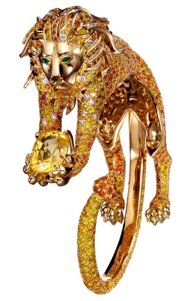 Boucheron - Anillo Simba de oro amarillo con un gran zafiro amarillo, zafiros amarillos y naranjas, diamantes y esmeraldas.