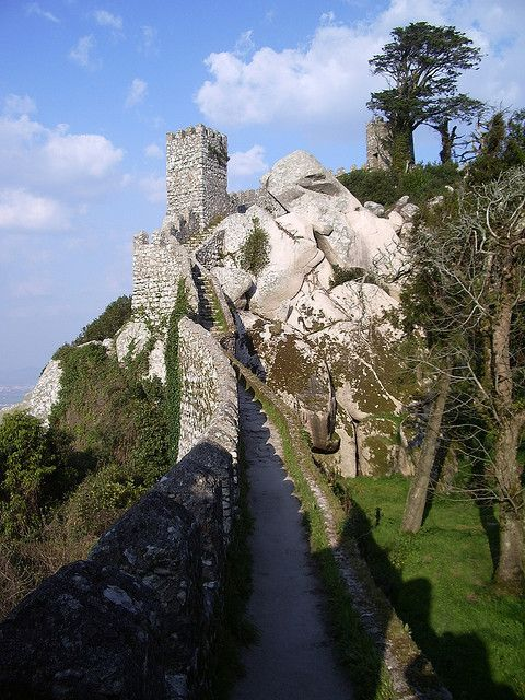 Castelo dos Mouros by lazytwins, via Flickr