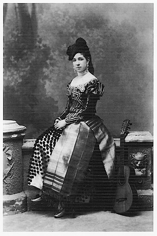 Infanta Maria Teresa is dressed in maja style in this striking photo.: Royal Families Spain, Vintage Photos, 1700S Fashion, Pictures, Princess Mary, Spain Daughter, Maria Teresa, Belle Epoque, Maria Teresa