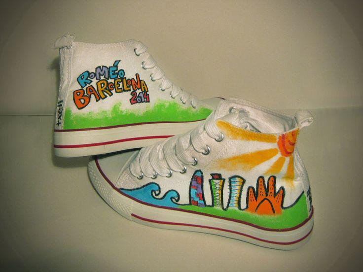 """Zapatillas """"Barcelona"""". Pintadas a mano con rotuladores y pinturas textiles."""