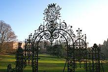 Le portail grillagé de l'orangerie, le musée et le parc de Mariemont. Domaine de Mariemont — Wikipédia