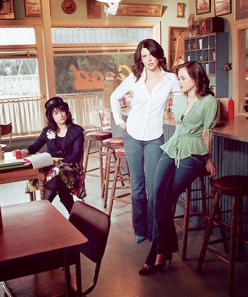 I've never seen this Gilmore Girls picture! That's Amy Sherman Palladino, creator and writer!