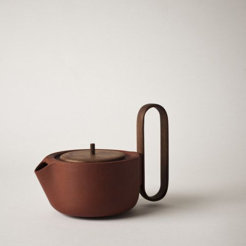 Aureola is a minimalist design created by Canada-based designer Luca Nichetto and Lera Moiseeva for Mjolk. The idea of designing a tea set comes from a personal research, started long ago from the Venetian designer Luca Nichetto. (2)