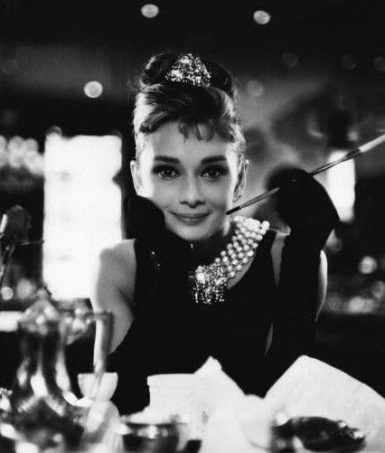 Audry Hepburn in breakfast at Tiffany's <3