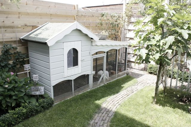 Oh man! How cute is this hen house?