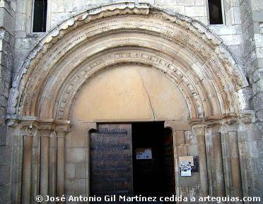 Portada occidental. Iglesia del Monasterio de Meira