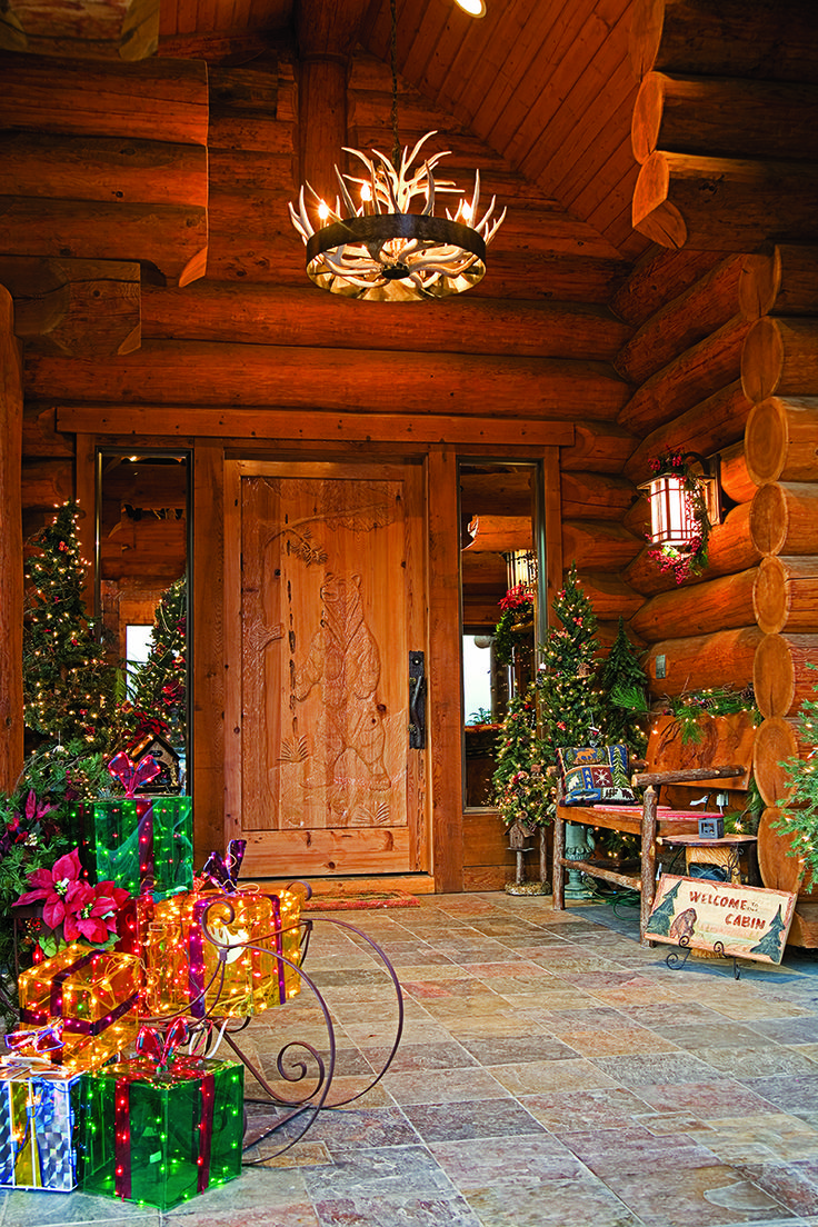 Rustic cabin christmas decorations - Beautiful Christmas Display At Log Home Front Entrance
