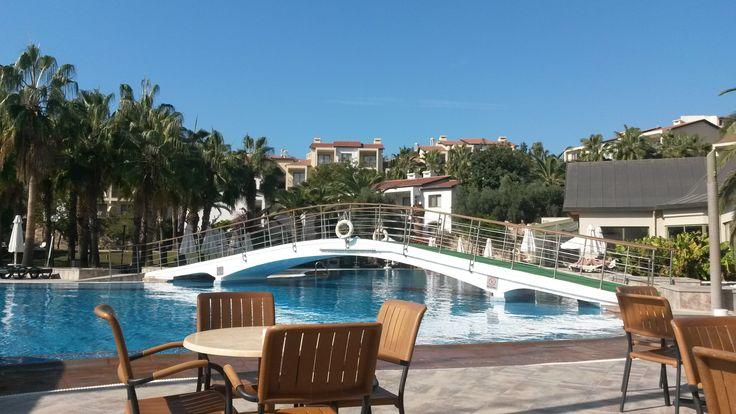 Uitzicht vanaf de bar in het zwembad van het mooie Barut Arum Hotel in Side