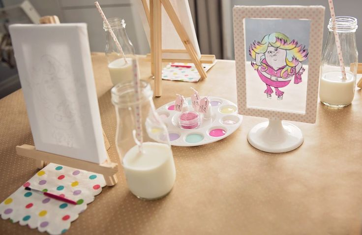 Paint on Canvas Activity from a Trolls Inspired Birthday Party #trolls #partyideas #partyactivity