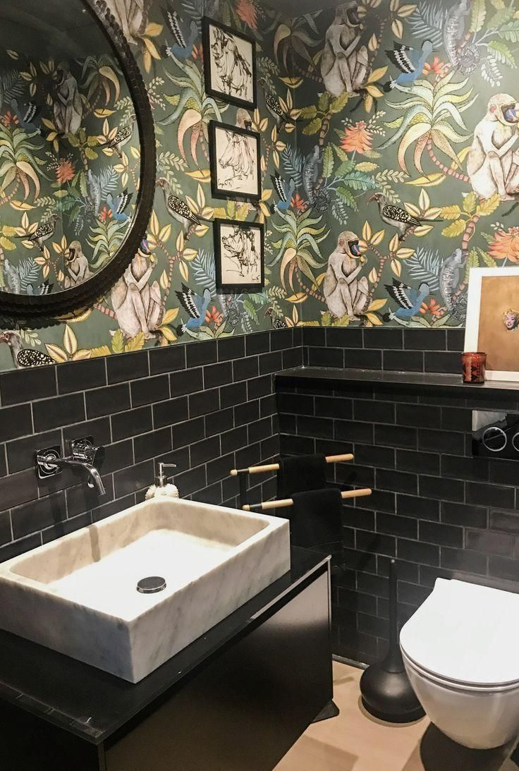 In The Jungle Guest Toilet In The Jungle Powder Room Urwald Aufbewahrung Schminke Sch In 2020 Gaste Wc Gastebad Ideen Badezimmer Renovierungen