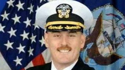 Командир американской АПЛ был отстранен от командования за ...