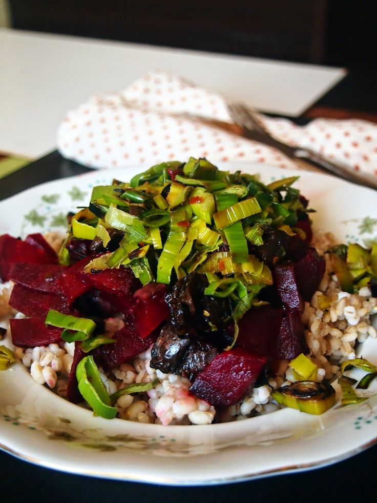Pęczak z pieczonymi buraczkami i porem   #Vegan #leek #food #recipes