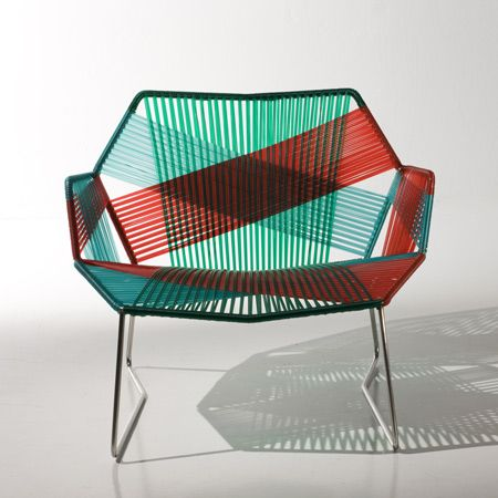 Mobiliário Contemporâneo Internacional Móvel: Cadeira Designer(s): Patrícia Urquiola Características: praticidade; simplicidade e funcionalidade; cores fortes; linhas retas; combinação de materiais diferentes.