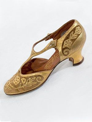 "Perugia velvet/metallic gold shoes, c.1925. Labels: ""Perugia/21_Ave N. Dame_Nice/11/Faubourg St Honoré_Paris"" and ""Modele Depose/Perugia/Pre 9579/No 23160."""