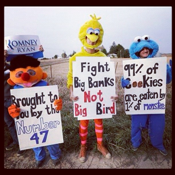 Protestan Big Bird, Ernie y Cookie Monster para que Barack Obama retire anuncio contra Romney  Foto: AP
