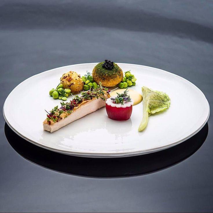 Chicken and Sea Crab by Chef Rasmus Skoglund @rasmus_j_skoglund #mymuybuenochefs #mymuybueno #chef #chefs #cheflife #food #foodporn #foodie #instafood #chefsoninstagram #foodlover #culinary #gastronomy #chefsofinstagram #discoveringchefs #foodart #chefstalk #truecooks #chefsroll #fourmagazine  #theartofplating #foodexpert #chicken #crab