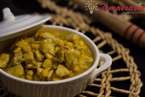 Curry de frango com milho e leite de coco   trocar milho enlatado por in natura orgânico ;)   #frango #leitedecoco