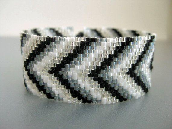 Chevron Armband / Peyote Armband / Perlen von MadeByKatarina