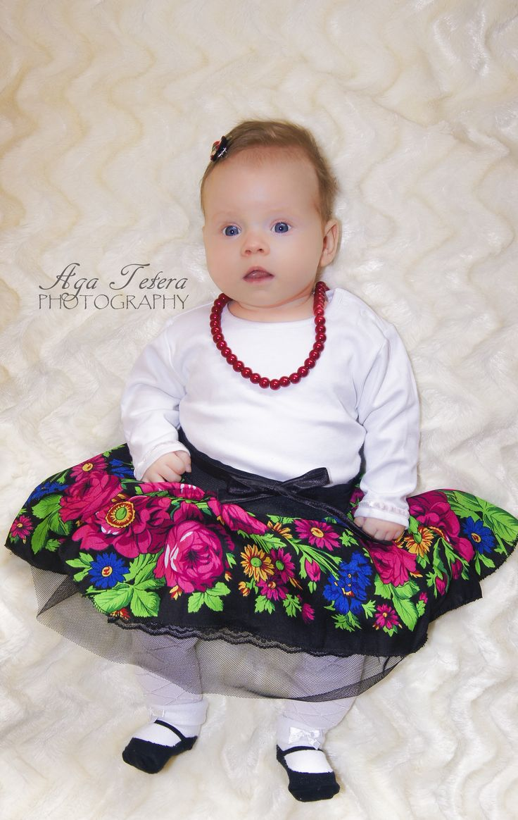 Fabolous slavic skirt for babies up to 2 years. The skirt is lined with gathered tulle and lace sewn. Whole is on a wide rubber.