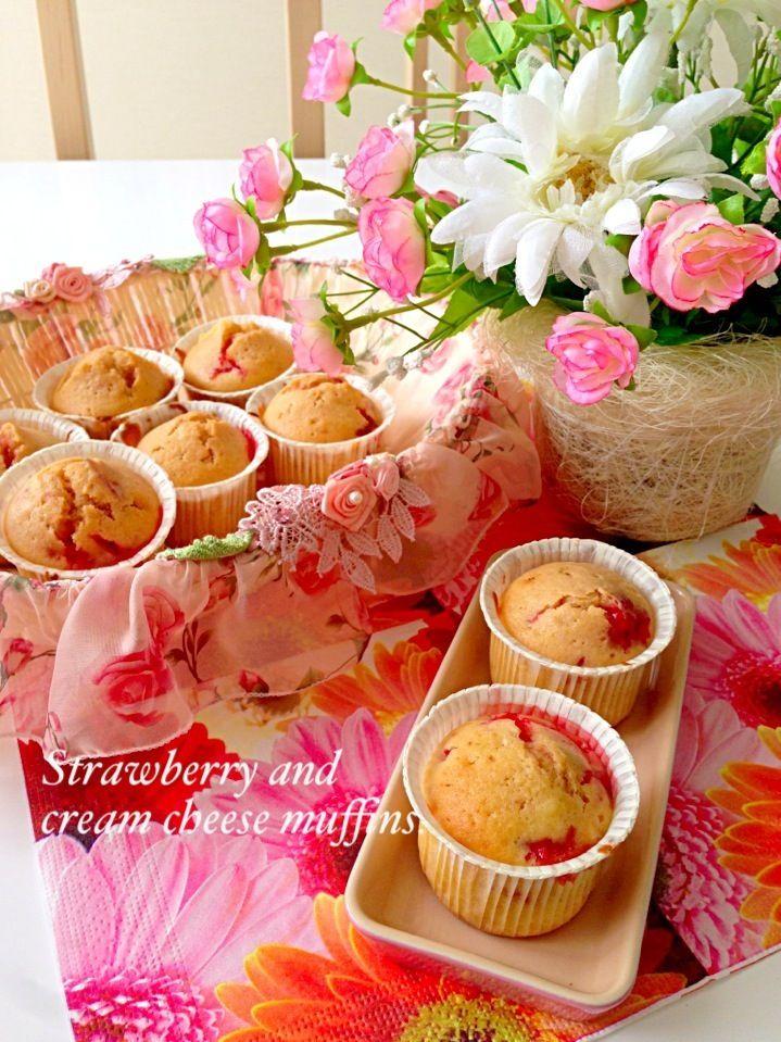 コストコの冷凍イチゴが美味しく変身♡混ぜて焼くだけ、絶品ストロベリークリームチーズマフィン♪